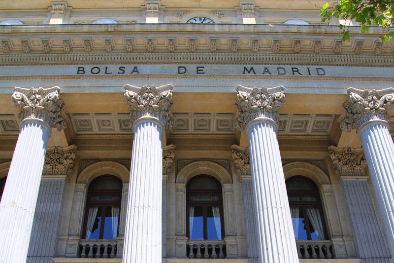 El IBEX cae un 0,04 % lastrado por los grandes bancos