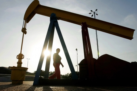 Crude Oil Prices Rise From Lows to Settle Higher as US Crude Supplies Drop