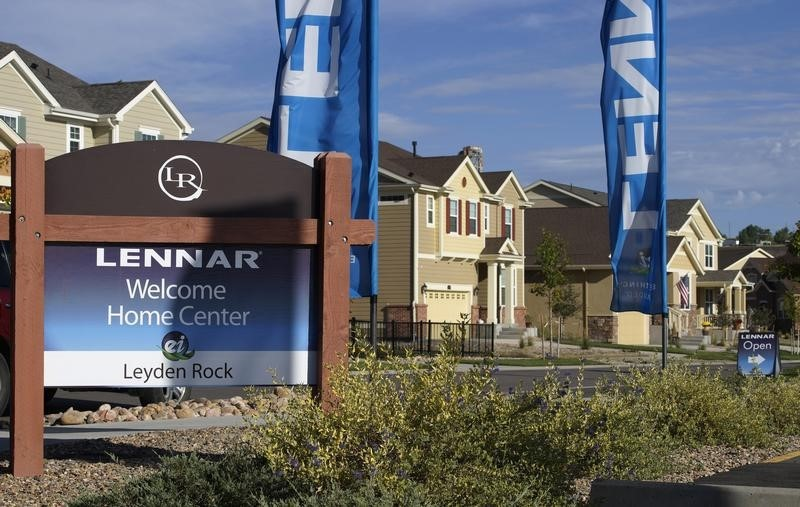 © Reuters. Lennar model homes are seen at a development in Arvada