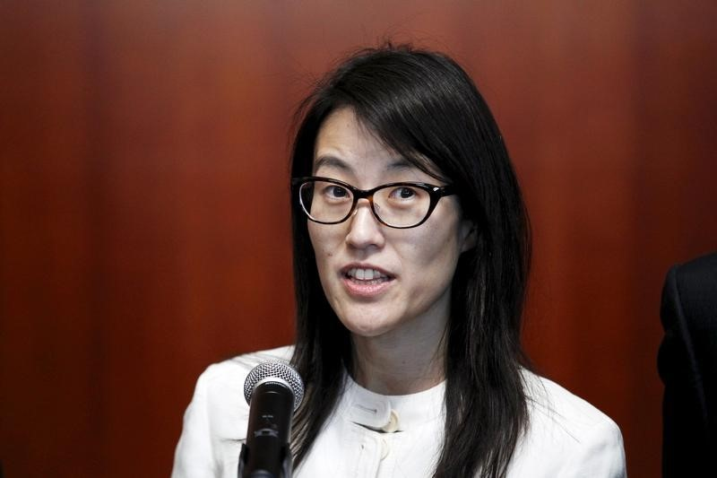 © Reuters. Ellen Pao speaks to the media after losing her high profile gender discrimination lawsuit against venture capital firm Kleiner, Perkins, Caufield and Byers in San Francisco