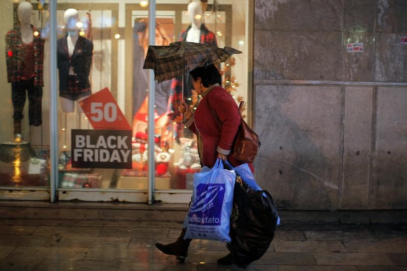 Las ventas minoristas siguen creciendo con moderación en noviembre