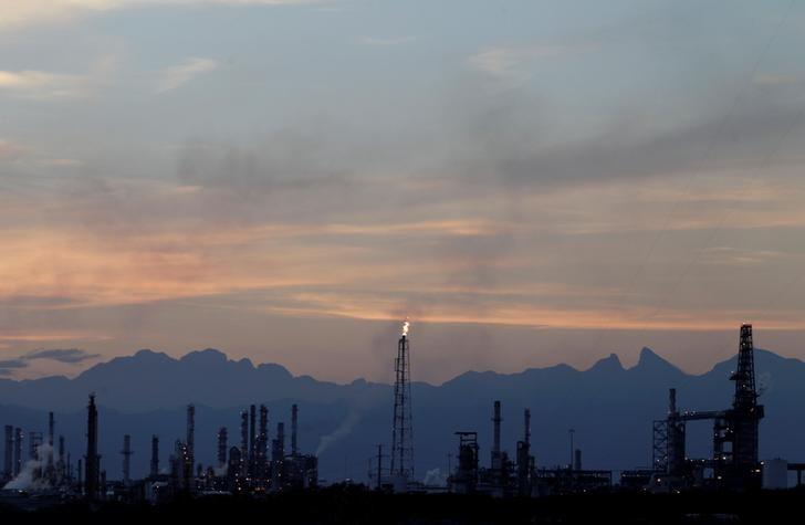 © Reuters. НПЗ компании Pemex в мексиканском городе Кадерейта