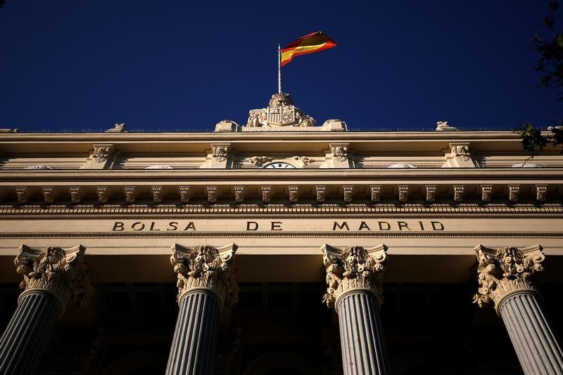 © Reuters. El Ibex recoge beneficios pero mantiene los 9.500 puntos