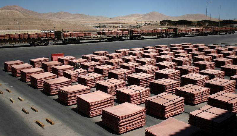 © Reuters. النحاس يهبط لكنه يتلقى دعما من توقعات الطلب الصيني واحتمال تعطل إمدادات