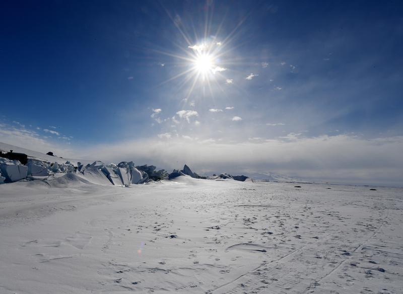 © Reuters. الأمم المتحدة: البحار الجليدية في القطبين عند أقل مستوى في يناير