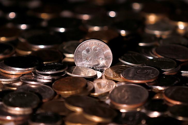 © Reuters. Рублевые монеты
