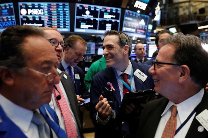© Reuters. الأسهم الأمريكية تتراجع لمخاوف بشأن خطط ترامب