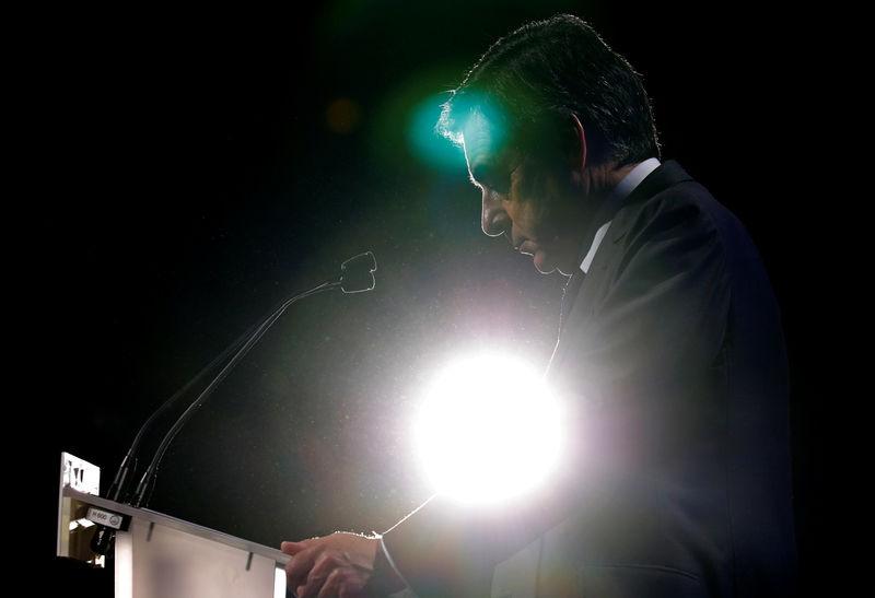 © Reuters. FILLON POUR UNE COMMISSION SUR LA MORALISATION PUBLIQUE