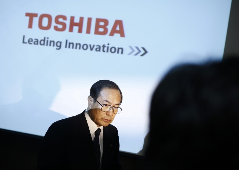 © Reuters. Toshiba Corp President and CEO Masashi Muromachi leaves a news conference at the company headquarters in Tokyo
