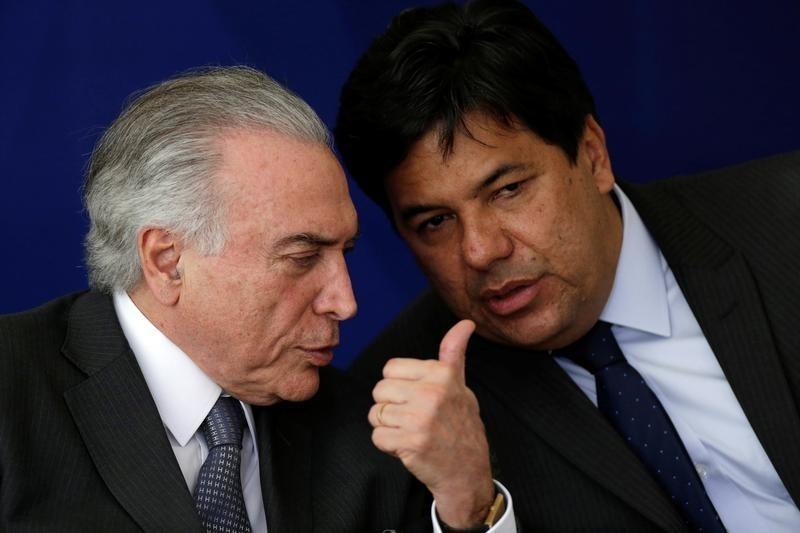 © Reuters. Presidente Michel Temer e ministro Mendonça Filho