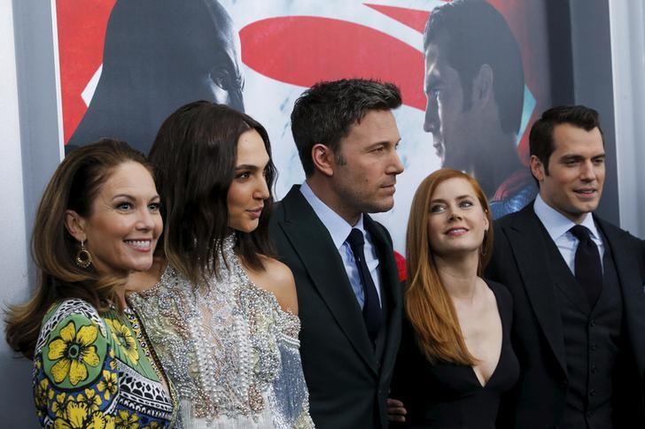 """Warner Bros presenta en primer avance oficial a los superhéroes de """"Justice League"""""""