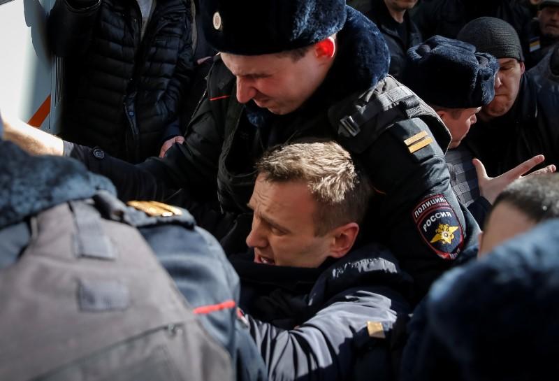 Полиция РФ задержала лидера оппозиции и десятки участников демонстраций против коррупции