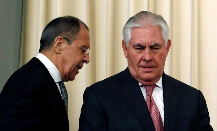 © Reuters. Министр иностранных дел РФ Сергей Лавров (слева) и госсекретарь США Рекс Тиллерсон на пресс-конференции в Москве