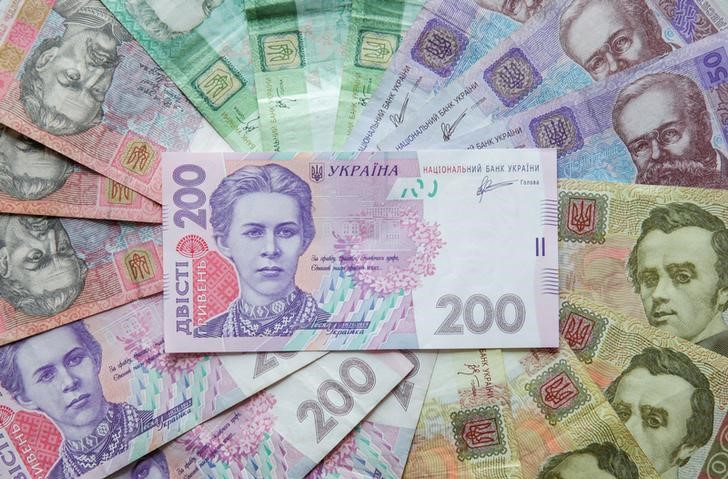 © Reuters. Ukrainian hryvnia banknotes are seen in a photo illustration shot in Kiev