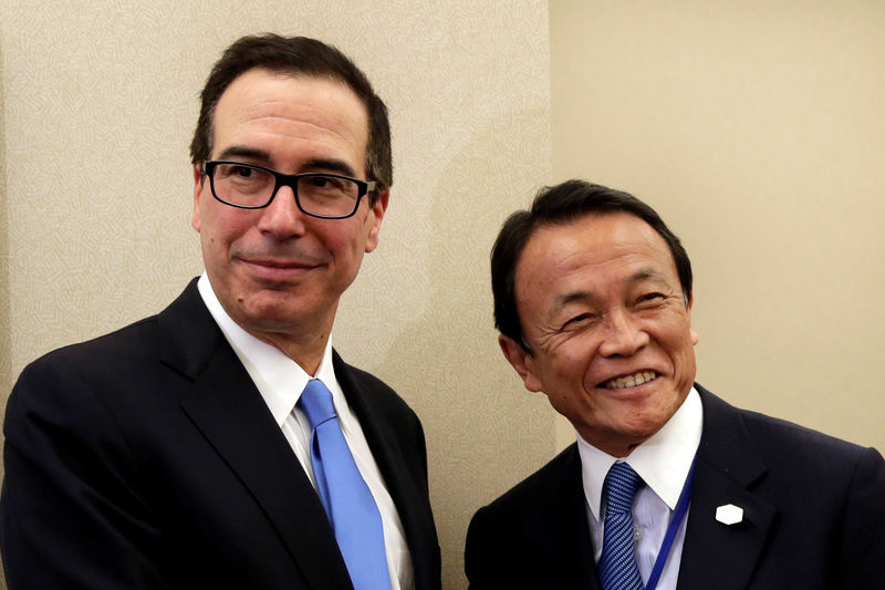© Reuters. U.S. Treasury Secretary Steven Mnuchin meets with Japanese Finance Minister Taro Aso meeting during the IMF/World Bank spring meetings in Washington