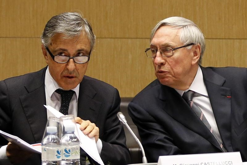 © Reuters. Michel Cornil, Vice President of Ecomouv, speaks to Giovanelli Castellucci, CEO of Autostrade, during a hearing by a French National Assembly commission in Paris