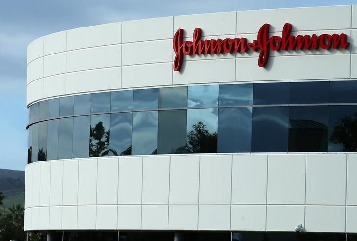 © Reuters. A Johnson & Johnson building is shown in Irvine, California