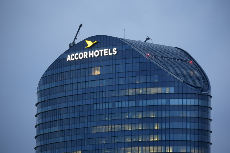 © Reuters. The logo of French hotel operator AccorHotels is seen on top of the company's headquarters in Issy-les-Moulineaux near Paris
