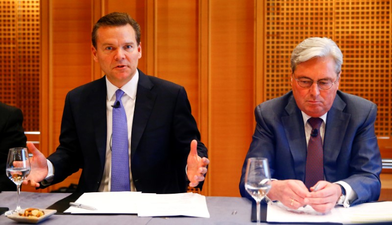 © Reuters. CEO Kottmann of Swiss chemical company Clariant sits beside Huntsman President and CEO Huntsman as he addresses a news conference in Zurich