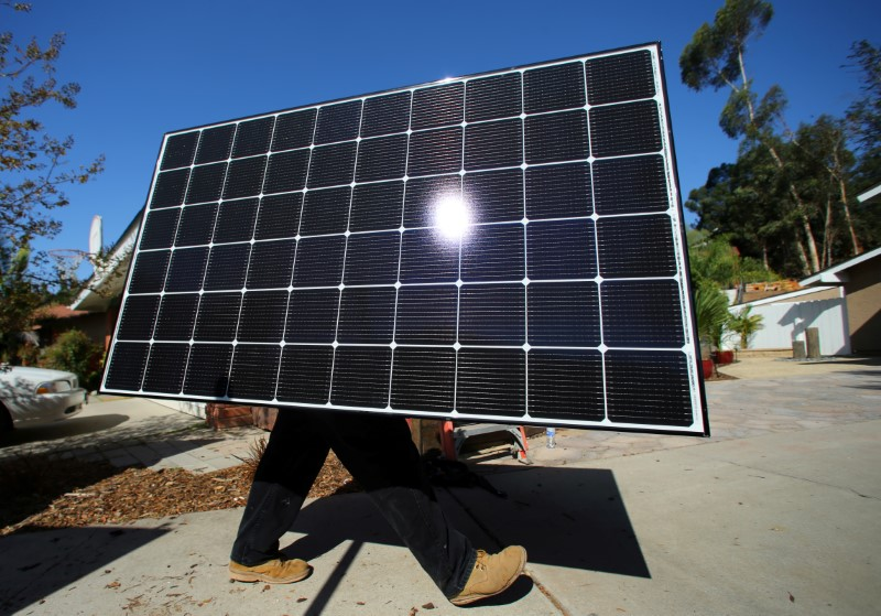 U.S. may put emergency tariffs on solar imports