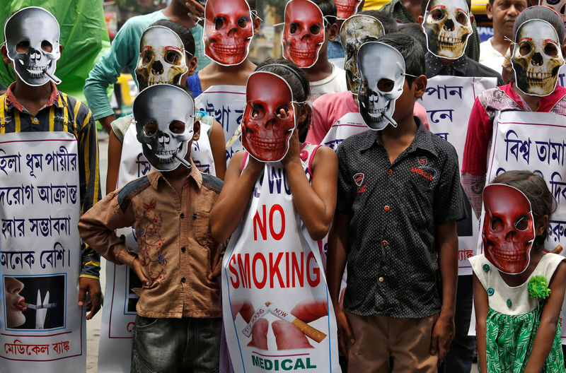 © Reuters. Las tabacaleras generan un enorme impacto ecológico, según la OMS