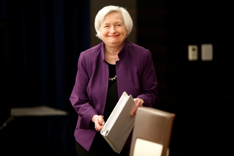 © Reuters. Federal Reserve Board Chairwoman Janet Yellen arrives for a news conference after the Fed releases its monetary policy decisions in Washington