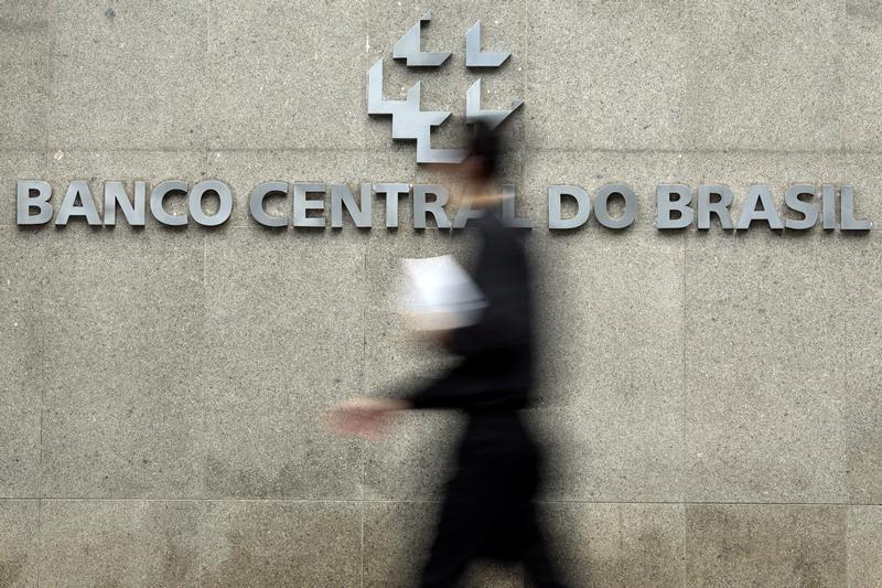 © Reuters. Logo do Banco Central na sede da instituição, em Brasília
