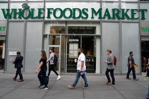 © Reuters. FILE PHOTO: A Whole Foods Market is pictured in the Manhattan borough of New York City