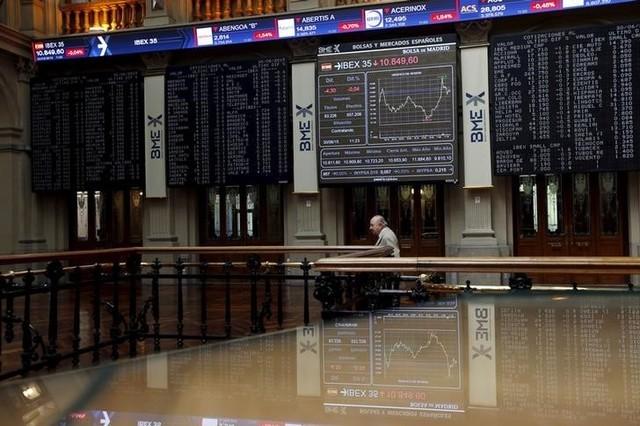 © Reuters. El Ibex empieza la semana con subidas, apoyado en Francia