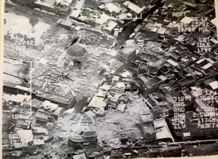 © Reuters. El Estado Islámico destruye la mezquita de Mosul donde declaró su califato