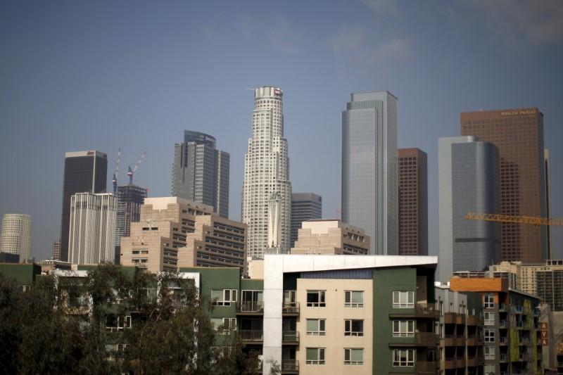 U.S. apartment vacancy rate edges up in second quarter: Reis