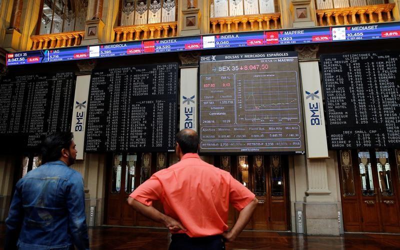 © Reuters. El Ibex continúa con su avance tras matizarse las palabras de Draghi
