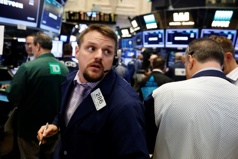 Wall St. lower as tech selloff outweighs bank gains