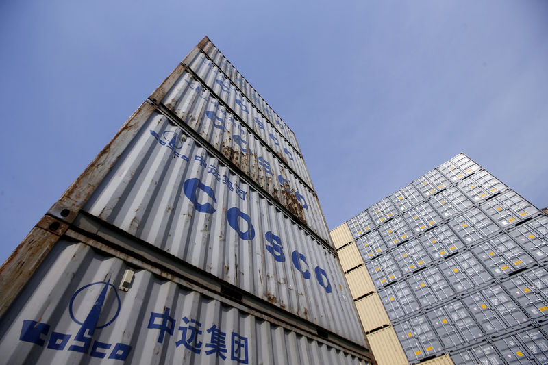 © Reuters. FILE PHOTO: Containers from COSCO are pictured at a port in Shanghai