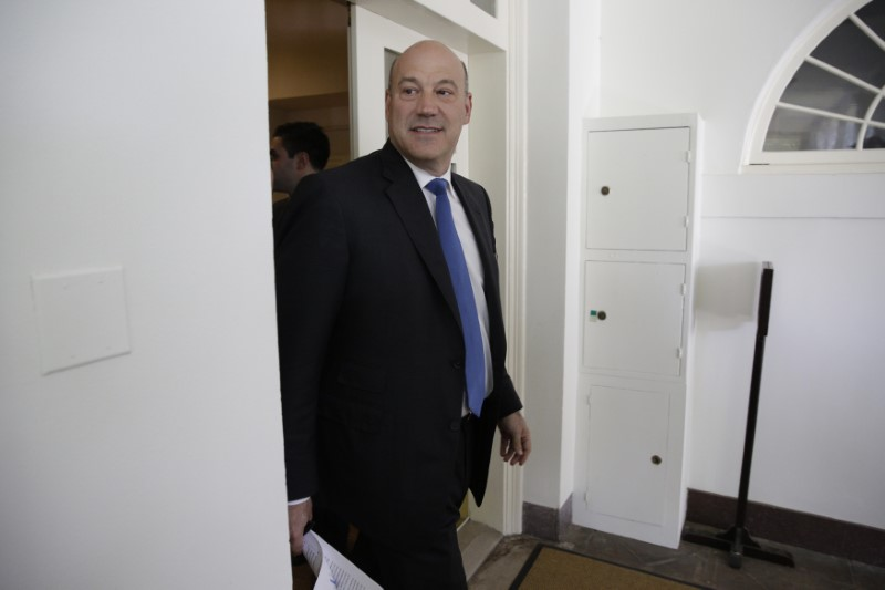 © Reuters. Director of the White House National Economic Council Cohn arrives prior to U.S. President Donald Trump announced decision on the Paris Climate Agreement at the White House in Washington