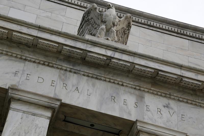 © Reuters. Орел на здании ФРС в Вашингтоне