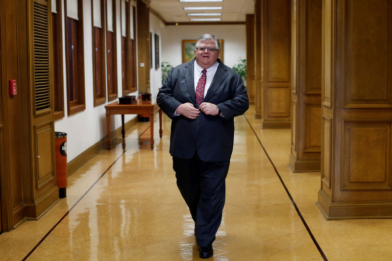 © Reuters. Mexico Governor Agustin Carstens arrives to an interview with Reuters in Mexico City