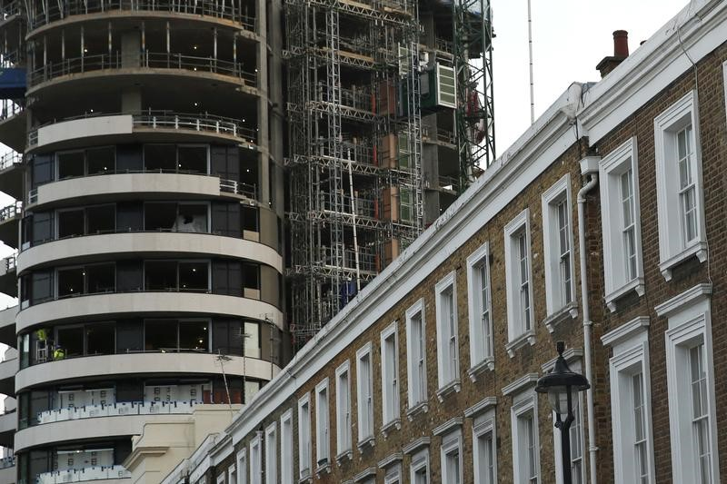 © Reuters. An apartment block is constructed behind a row of traditional properties in central London