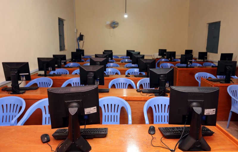 © Reuters. An empty computer science classroom is seen at the University of Somalia in Mogadishu