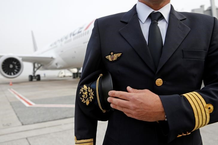 © Reuters. LES PILOTES D'AIR FRANCE ACCEPTENT BOOST