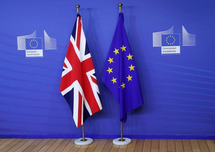 © Reuters. Flags are seen at the EU Commission headquarters ahead of a first full round of talks on Brexit, Britain's divorce terms from the European Union, in Brussels