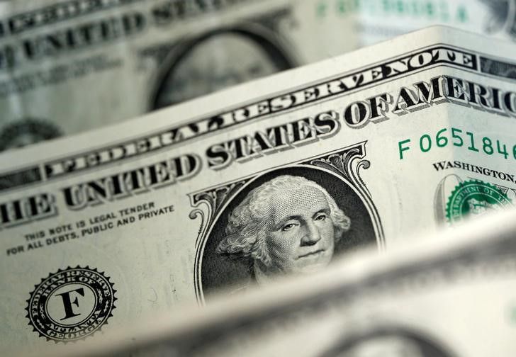 © Reuters. Долларовые купюры