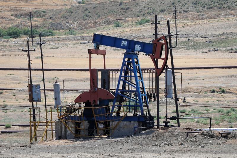 © Reuters. إنتاج أذربيجان من النفط والغاز يتراجع في النصف/1