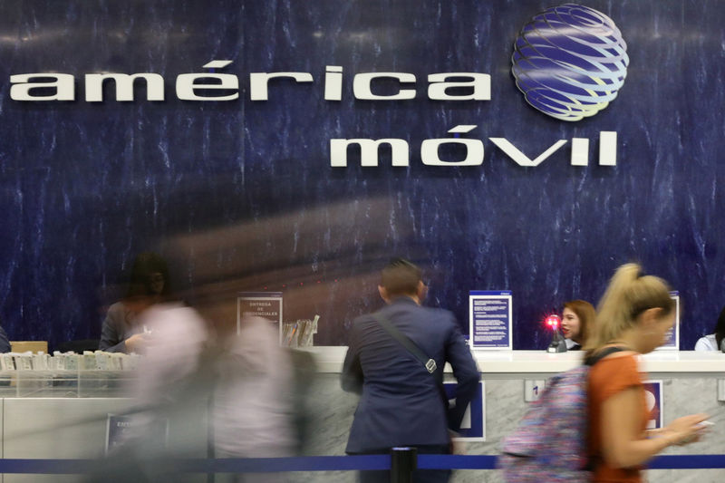 © Reuters. FILE PHOTO: The logo of America Movil is pictured on the wall of a reception area in the company's corporate offices in Mexico City