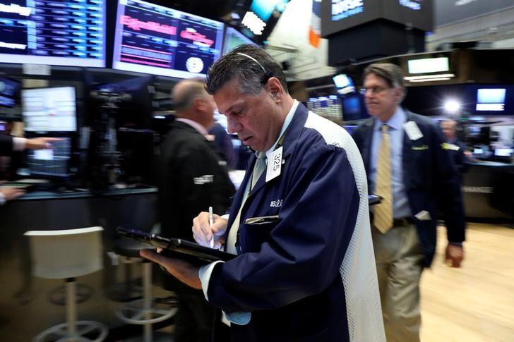 © Reuters. LE DOW JONES ET LE NASDAQ TERMINENT SUR UNE NOTE STABLE