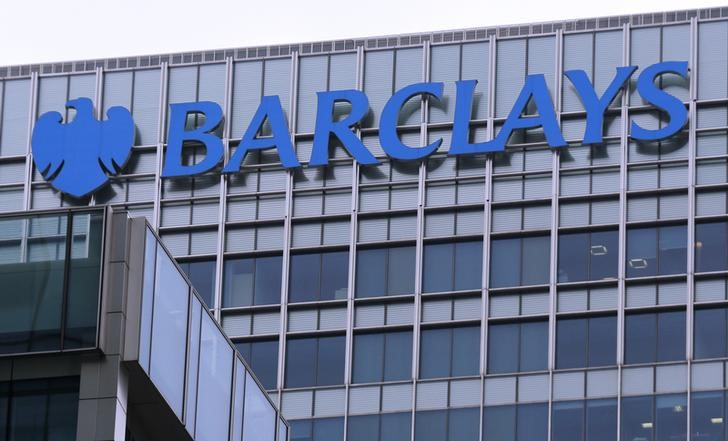© Reuters. The logo of Barclays bank is seen at its office in the Canary Wharf business district of London