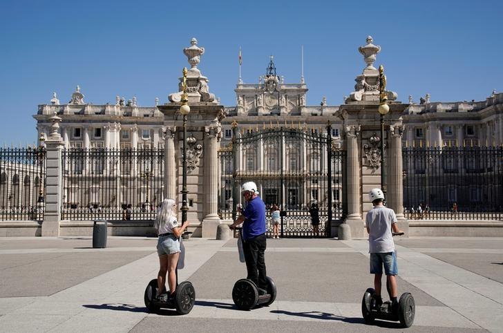 tui boom macht reiseland spanien teurer von reuters. Black Bedroom Furniture Sets. Home Design Ideas