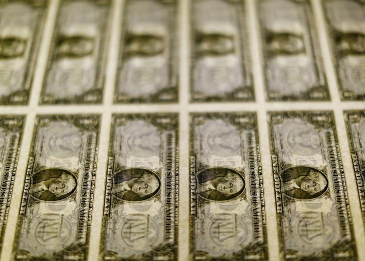 © Reuters. FILE PHOTO - United States one dollar bills seen on a light table at the Bureau of Engraving and Printing in Washington