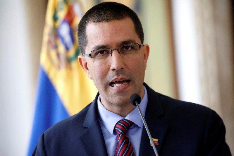 © Reuters. El ministro de Relaciones Exteriores de Venezuela, Jorge Arreaza, pronuncia un discurso durante una reunión de equipos diplomáticos acreditados en Caracas
