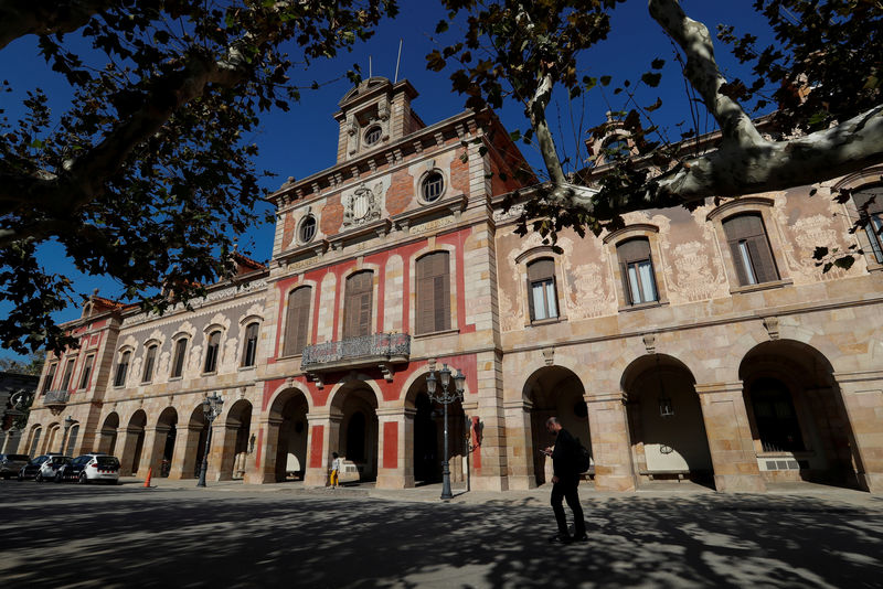 © Reuters. A man walks past Parliament of Catalonia building in Barcelona